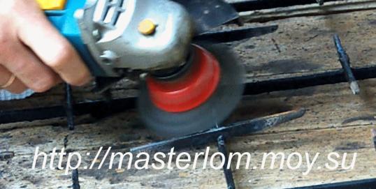 Очистка решетки болгаркой с металлической щеткой.