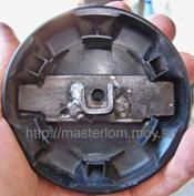 Внешний вид железки привода ручки регулятора спинки сидения с внутренней стороны