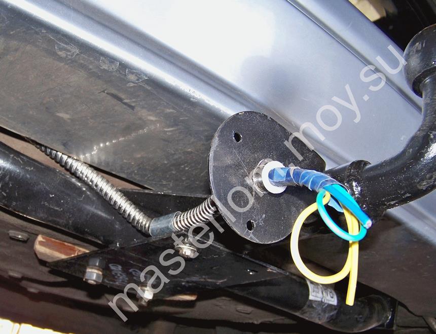 Крепление проводов в рукаве к кузову ВАЗ 21114.