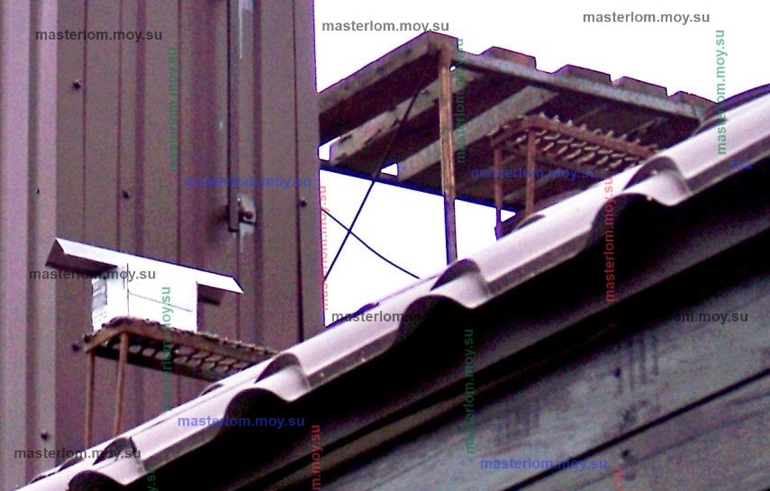 самодельная скамья и ступени трубочиста на крыше