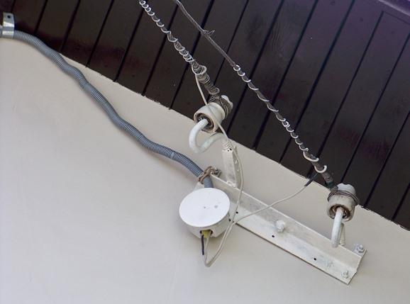 Крепление подвода проводов к фронтону