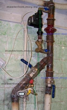 смонтированный узел с насосом в системе отопления