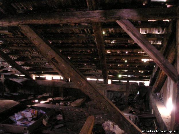 Прохудившаяся крыша - вид с чердака